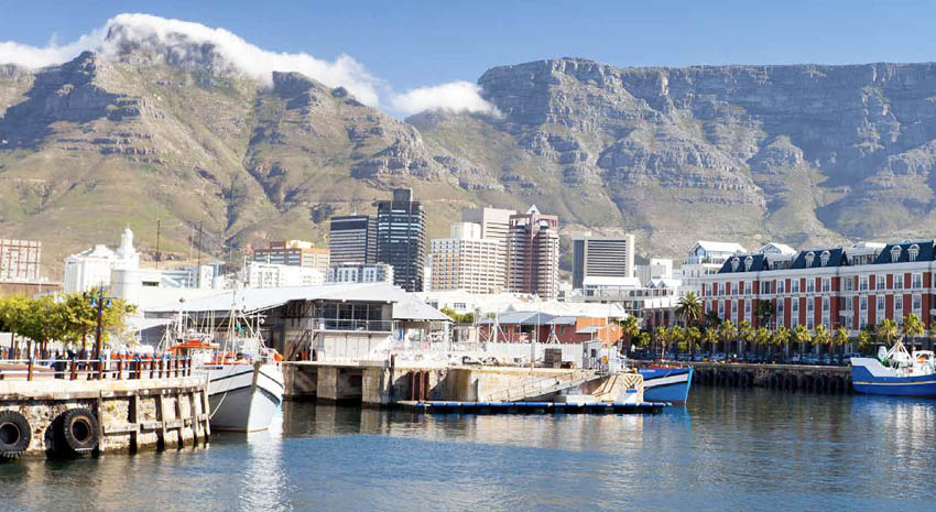 Victoria & Alfred Waterfront and Table Mountain © HONGQI ZHANG (AKA MICHAEL ZHANG) | DREAMSTIME