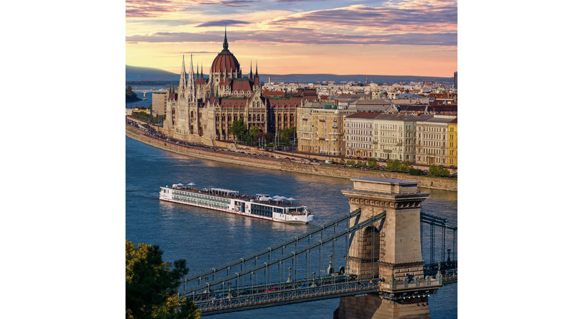 A Viking River Cruises longship in Budapest © VIKING RIVER CRUISES
