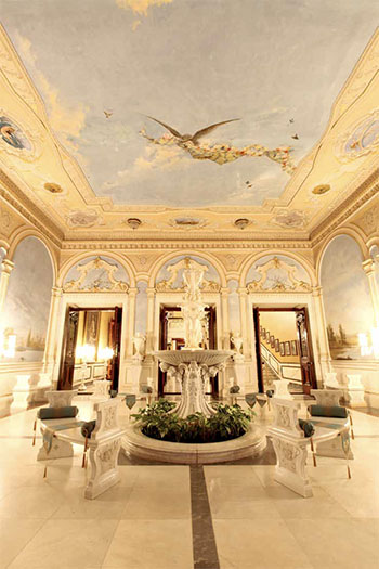 Falaknuma Palace front entrance room