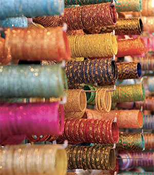 Colorful bangles for Sale at the Laad Bazaar near Charminar © RAKESH KRISHNOTULA - DREAMSTIME.COM