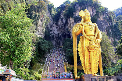 Batu Caves statue and entrance