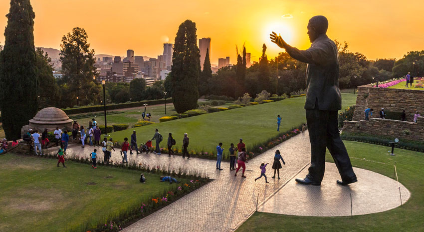 People walking around the Nelson Mandela statue at the Union Buildings in Pretoria © SOUTH AFRICA TOURISM