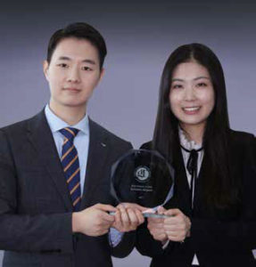 Kim Tae-il, assistant public relations manager, Incheon Airport; Lee Kyung-lim, assistant manager, Incheon Airport