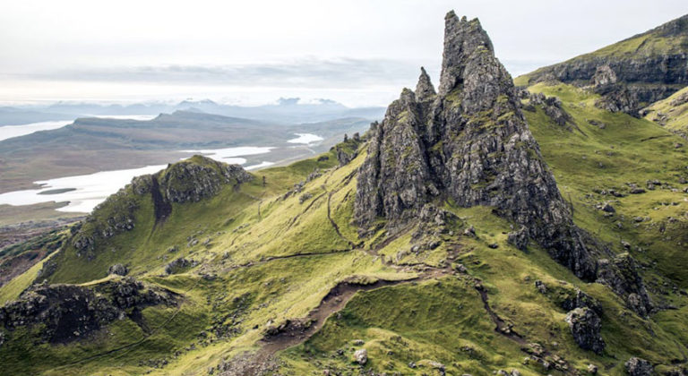 Old Man of Storr on Isle of Skye © NICK KONTOSTAVLAKIS | DREAMSTIME.COM