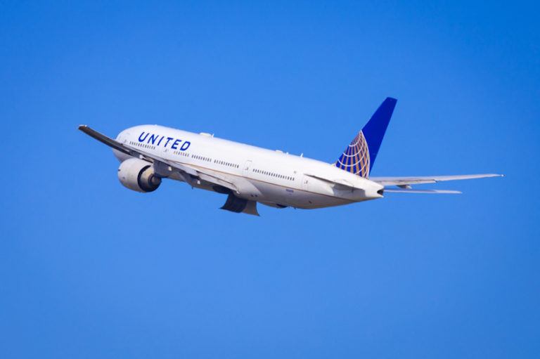 United Airlines in the air © Richair | Dreamstime.com